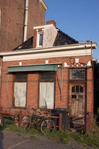 baufälliges Haus, aber noch bewohnt