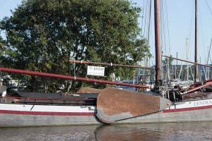 unzählige Boot treffen wir mit dem Schild TE KOOP an