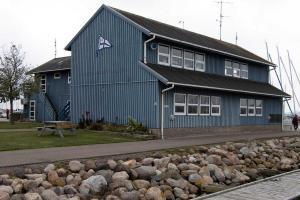 Clubhaus und kl. Hafenrestaurant