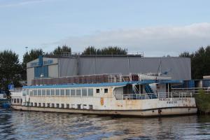 ausgemustertes Ausflugsschiff