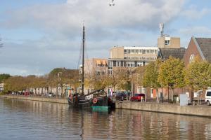 Einfahrt in die Stadt Franeker