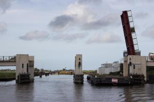 zweite Seite der Brücke wird geschleift