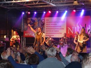 Harmony Glen (NL) ... rockiger Sound um Mitternacht