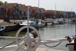 Hafen mit neuer Häuserreihe