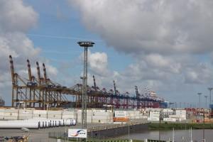 Container-Terminal an der Weser