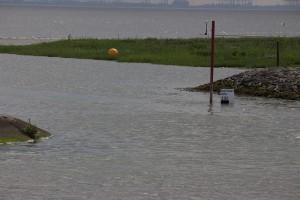Einfahrt bei Hochwasser