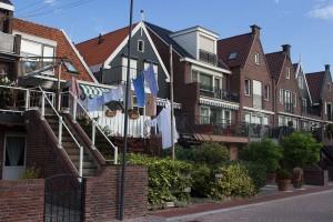 Häuser mit gepflegten Vorgärten
