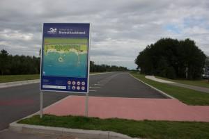 gross angelegter Parkplatz