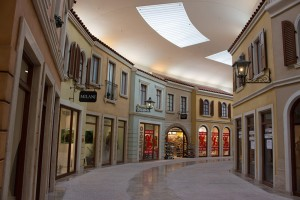 Mediterraneo, Shops und Reataurants
